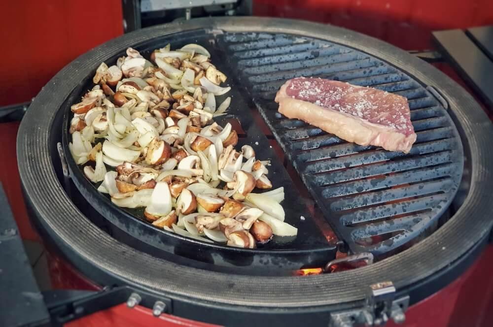 Gemüse und Steak werden gleichzeitig gegrillt abendbrot-Abendbrot Stulle Steakstulle Steak Sandwich 03-Abendbrot – Steakstulle Deluxe