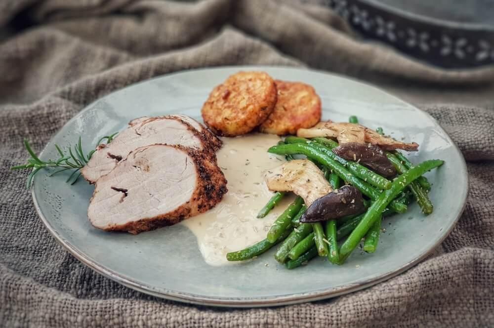 Schweinefilet mit Parmesankruste und Beilagen schweinefilet mit parmesankruste-Schweinefilet Parmesankruste 04-Schweinefilet mit Parmesankruste