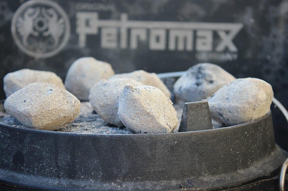 Kokoko Eggs auf dem Feuertopf käsekuchen-Kaesekuchen Dutch Oven 03-Käsekuchen aus dem Dutch Oven – Cheesecake selber machen