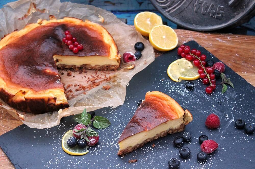 Cheesecake aus dem Feuertopf mit frischen Früchten käsekuchen-Kaesekuchen Dutch Oven 05-Käsekuchen aus dem Dutch Oven – Cheesecake selber machen