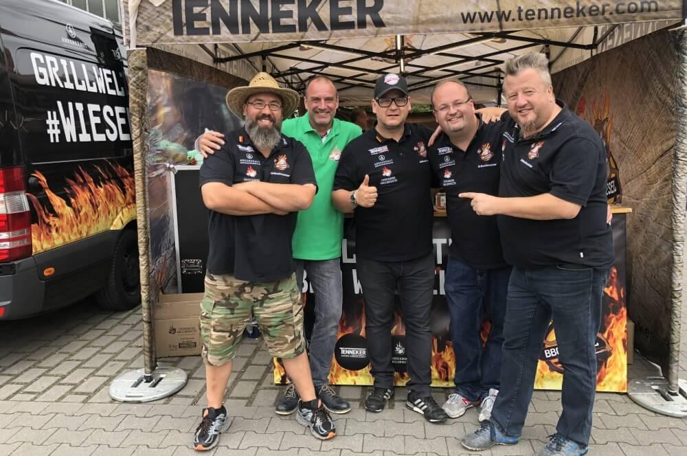 Ruhrpott BBQ 2018 - wir sind bereit! ruhrpott bbq 2018-Ruhrpott BBQ 2018 BBQ Wiesel Grand Champion 01-Ruhrpott BBQ 2018: BBQ Wiesel siegen bei Europas größter Meisterschaft