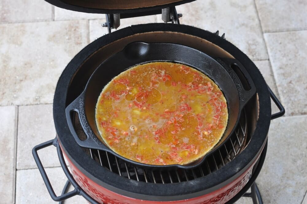 Omelett in der Petromax Feuerpfanne fp25h omelett-Omelett Cheddar Bacon 03-Omelett mit Bacon & Cheddar