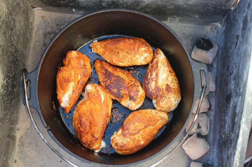 Hähnchenbrust im Feuertopf pulled chicken aus dem dutch oven-Pulled Chicken Dutch Oven 02-Pulled Chicken aus dem Dutch Oven / Pulled Chicken Tacos