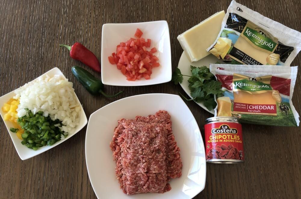 Alle Zutaten für Queso Fundido auf einen Blick queso fundido-Queso Fundido mexikanischer Kaese Dip 01-Queso Fundido – mexikanischer Käse-Dip mit Hackfleisch