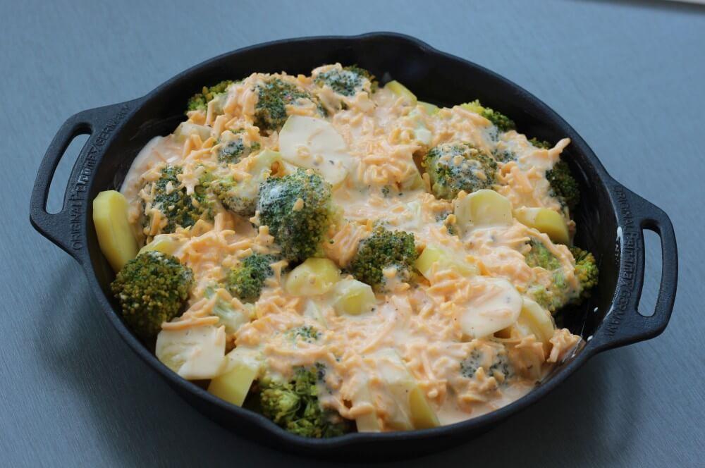 Der Kartoffel-Brokkoli-Auflauf ist bereit für den Grill kartoffel-brokkoli-auflauf-Kartoffel Brokkoli Auflauf 03-Kartoffel-Brokkoli-Auflauf mit gerösteten Mandelblättchen