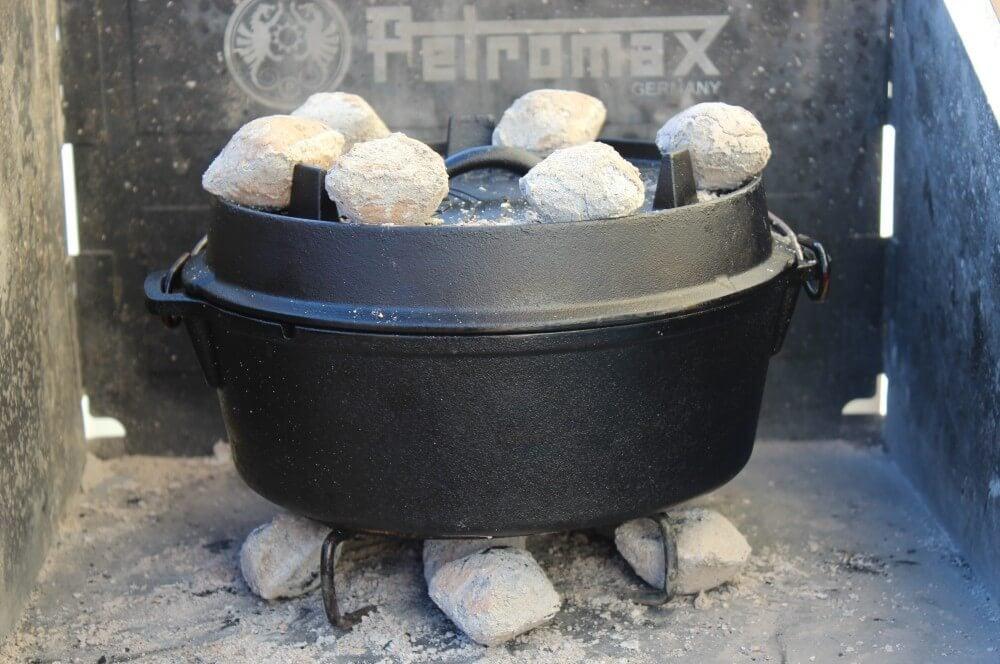 Die Kokoko Eggs weren gleichmäßig verteilt gefüllte paprika-Gefuellte Paprika Dutch Oven 04-Gefüllte Paprika aus dem Dutch Oven