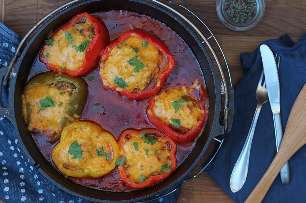 Gefüllte Paprika mit Käse überbacken uns dem Dutch Oven gefüllte paprika-Gefuellte Paprika Dutch Oven 05-Gefüllte Paprika aus dem Dutch Oven