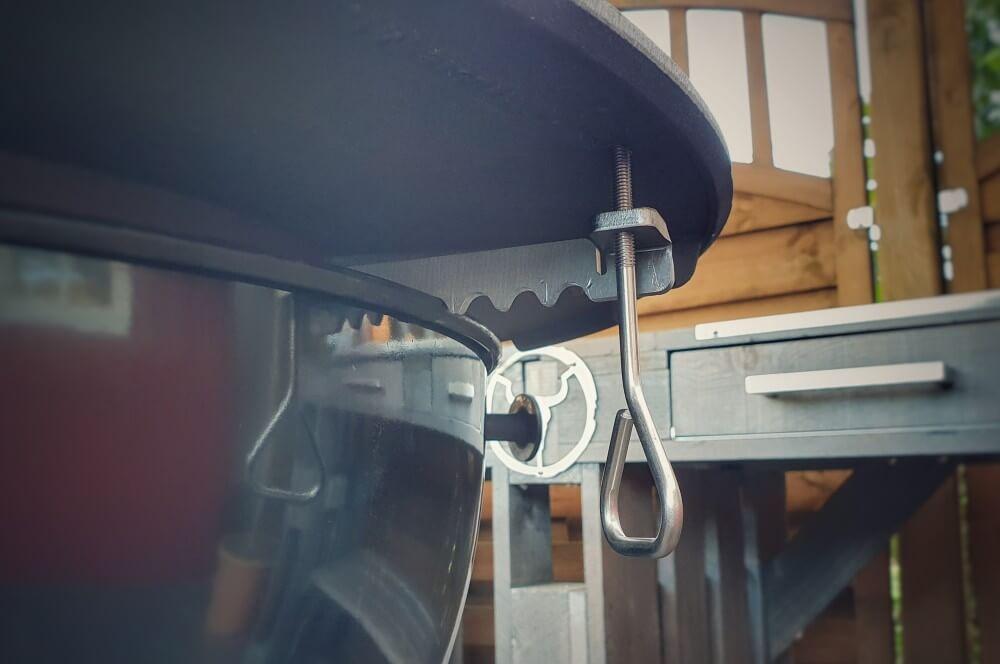 Der Höhenversteller für die Moesta BBQ-Disk moesta bbq-disk-Moesta BBQ Disk gusseiserne Feuerplatte Kugelgrill 06-Moesta BBQ-Disk – Gusseiserne Feuerplatte für den Kugelgrill