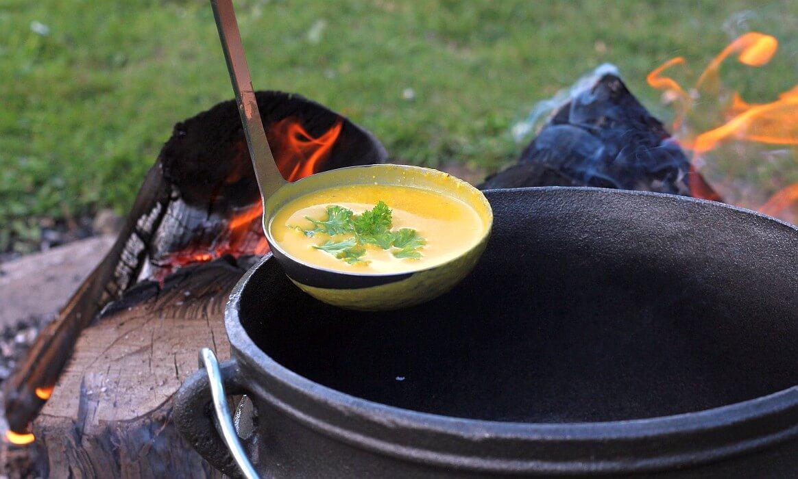 Kürbissuppe Potjie kürbissuppe-Kuerbissuppe Potjie-Kürbissuppe aus dem Potjie