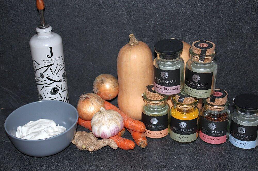Alle Zutaten für Kürbissuppe auf einen Blick kürbissuppe-Kuerbissuppe Potjie 01-Kürbissuppe aus dem Potjie
