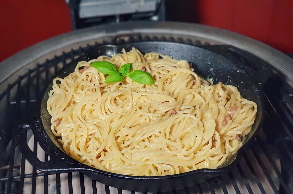 Spaghetti Carbonara auf dem Kamado Joe Keramikgrill spaghetti carbonara-Spaghetti Carbonara 03-Spaghetti Carbonara – Originalrezept für den Pasta-Klassiker