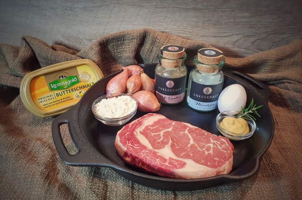 Alle Zutaten für das Strindberg-Steak auf einen Blick strindberg-steak-Strindberg Steak 01-Strindberg-Steak mit Senf-Zwiebelkruste