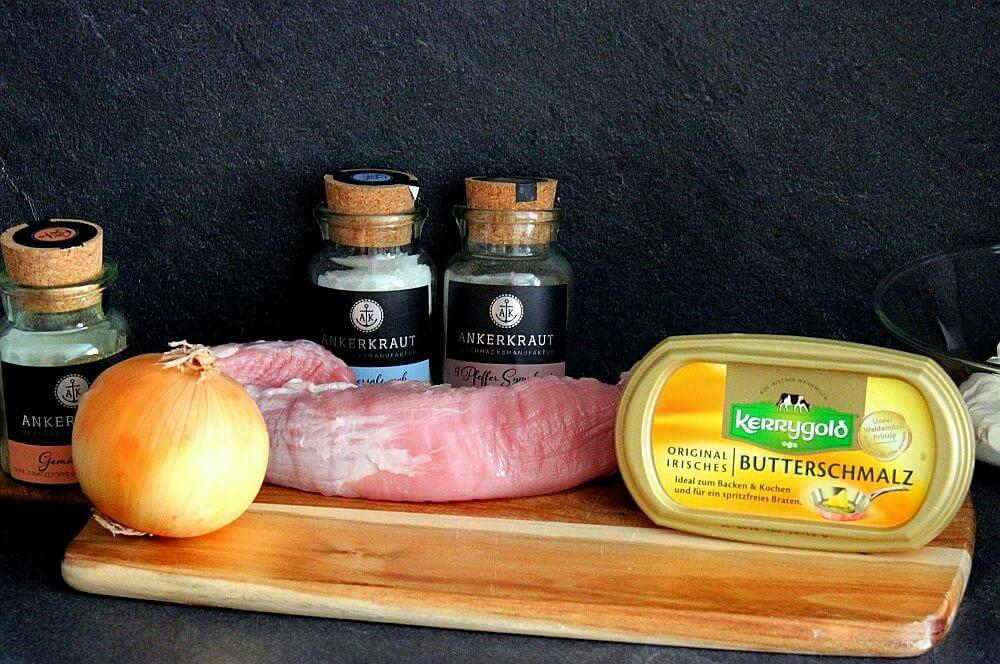 Zutaten für Schweinefilet-Medaillons in Zwiebel-Rahmsauce schweinefilet-medaillons in zwiebel-rahmsauce-Schweinefilet Medaillons in Zwiebel Rahmsauce 01-Schweinefilet-Medaillons in Zwiebel-Rahmsauce
