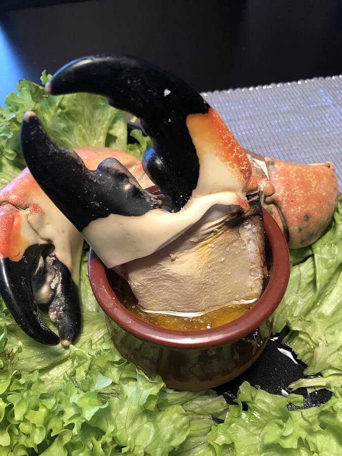 Stone Crab Claws in flüssiger Butter stone crab claws-Stone Crab Claws Limettenbutter 05-Stone Crab Claws mit Limettenbutter