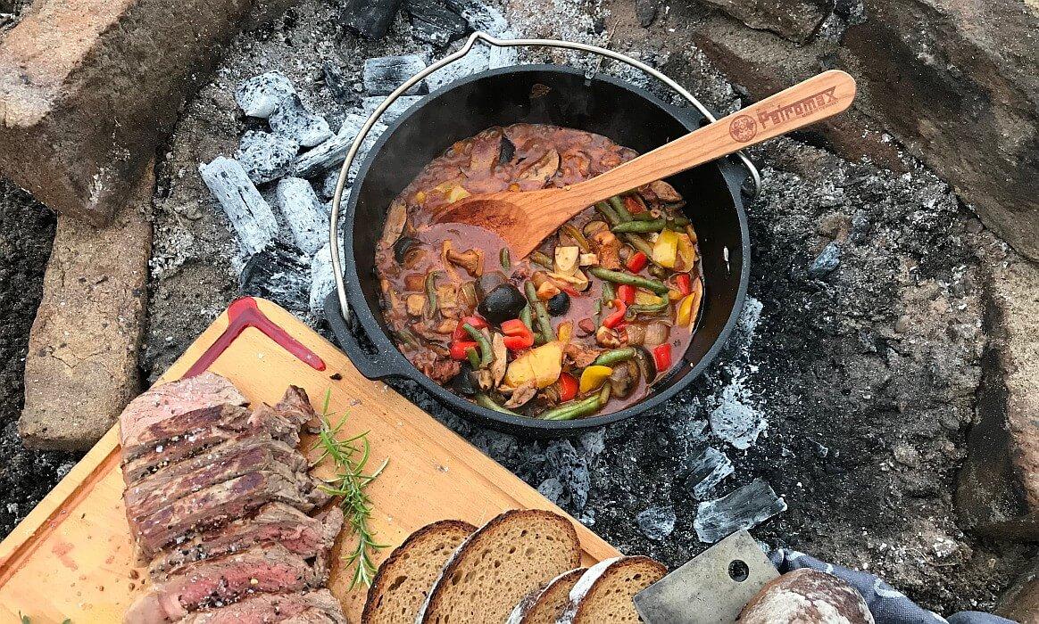 Waldpilz-Chili mit RibEye waldpilz-chili-Waldpilz Chili Dutch Oven RibEye-Waldpilz-Chili & RibEye aus dem Feuer