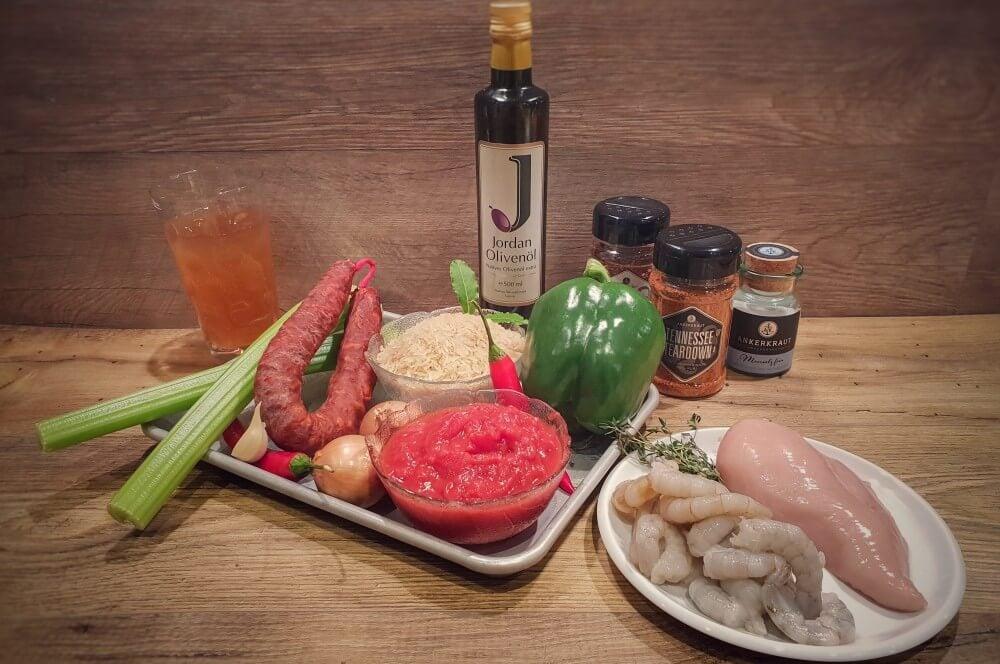 Alle Zutaten für Jambalaya auf einen Blick jambalaya-Jambalaya kreolische Reispfanne 01-Jambalaya – Kreolische Reispfanne mit Huhn & Shrimps