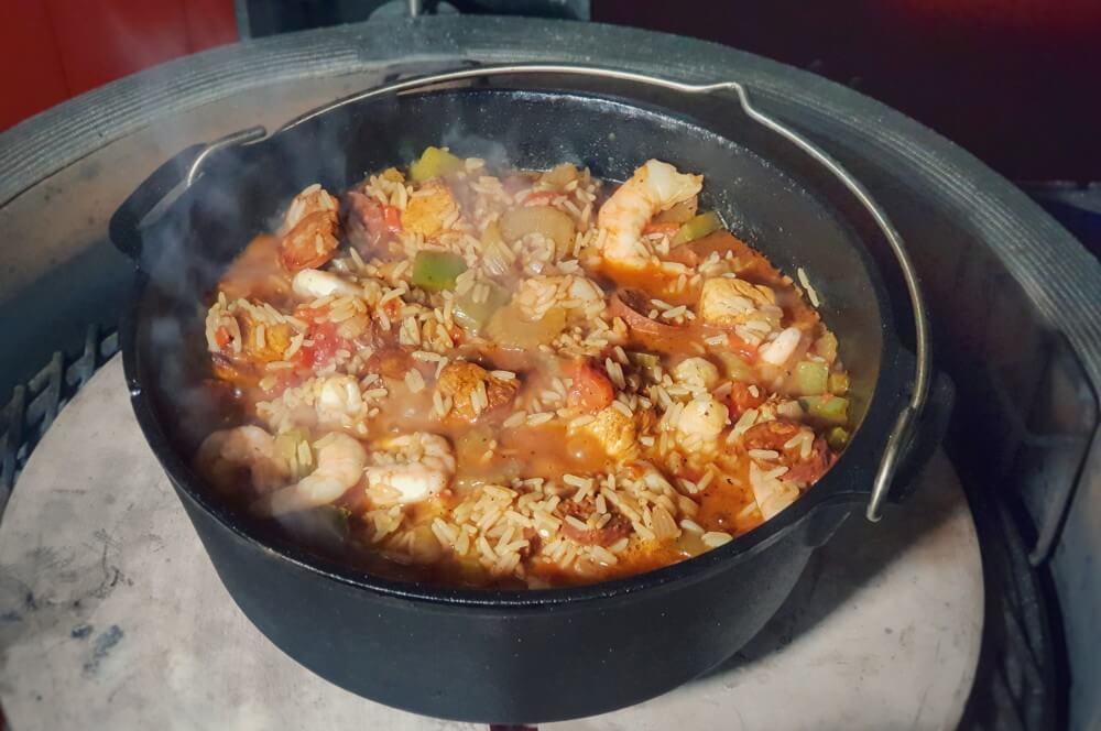 Jambalaya aus dem Dutch Oven jambalaya-Jambalaya kreolische Reispfanne 05-Jambalaya – Kreolische Reispfanne mit Huhn & Shrimps