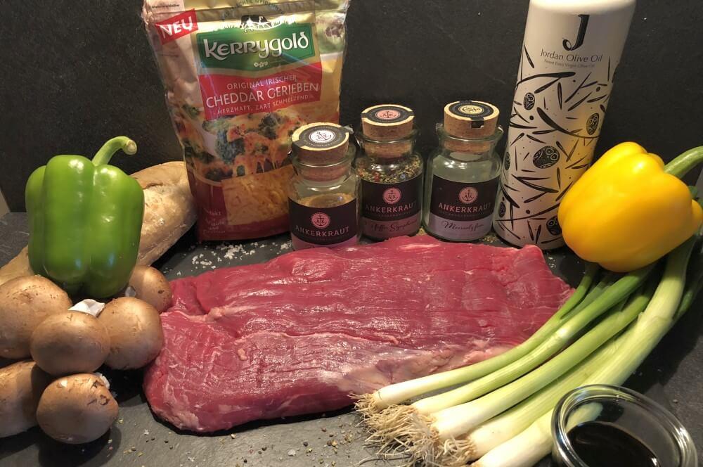 Alle Zutaten für das Flank Steak Sandwich auf einen Blick flank steak sandwich-Flank Steak Sandwich Chili Cheese Sauce 02-Flank Steak Sandwich mit Chili-Cheese-Sauce