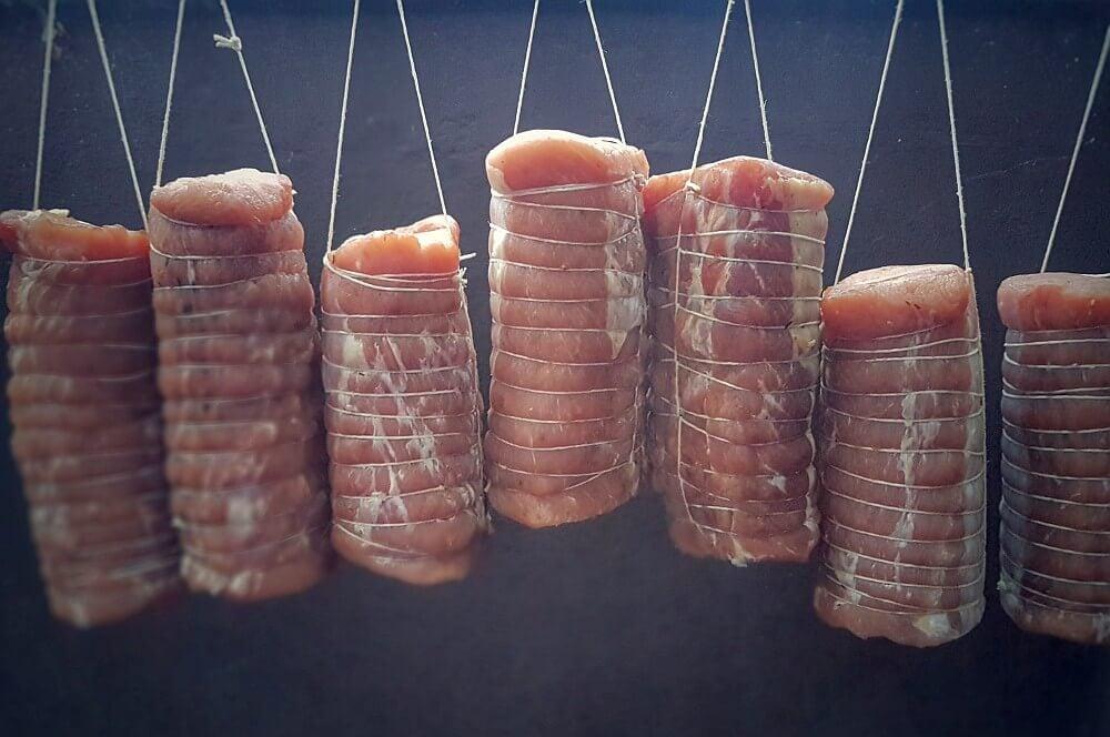 Der Lachsschinken ist bereit für den Rauch lachsschinken-Lachsschinken geraeucherter Schweinelachs 03-Lachsschinken – Anleitung & Rezept für geräucherten Schweinelachs
