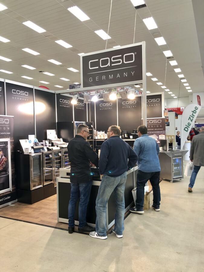 CASO preäsentiert den Prototyp eines Elektro-Oberhitzegrills (hinten rechts) grill & bbq messe-Grill BBQ Messe Sindelfingen 2019 03-Grill & BBQ Messe 2019 in Sindelfingen