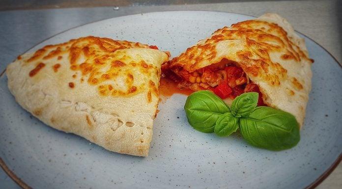 Gefüllte Pizza Calzone