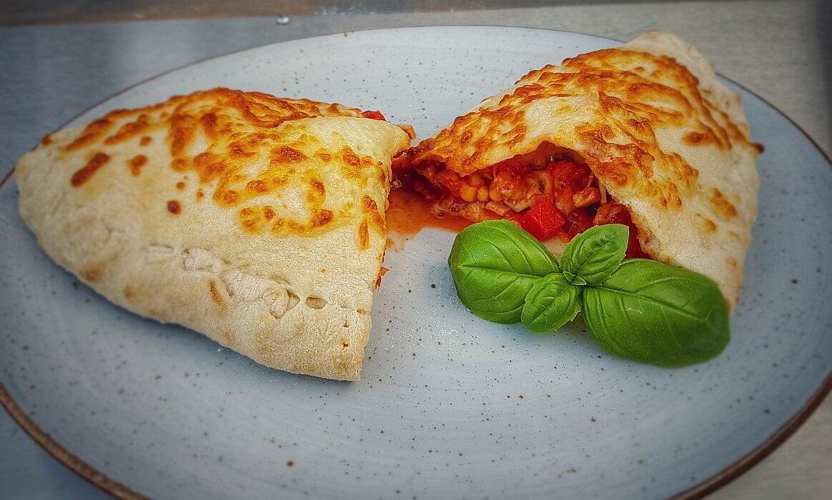 Gefüllte Pizza Calzone calzone-Calzone gefuellte Pizza Moesta Pizzaring-Calzone – Gefüllte Pizza italienischer Art