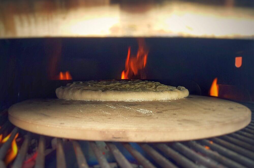 Пицца толкается в гриль calzone-Calzone фаршированная пицца Moesta Pizzaring 03-Calzone & #8211; фаршированная пицца итальянского типа