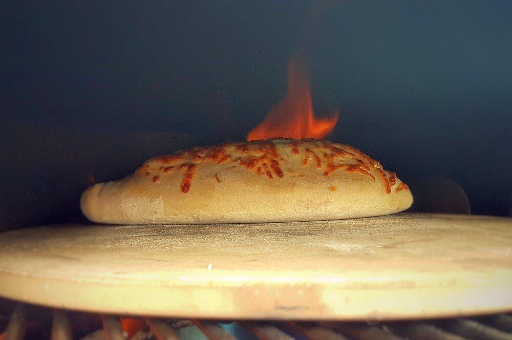 Calzone идет в пиццерии на calzone-Calzone фаршированная пицца Moesta Pizzaring 04-Calzone & #8211; фаршированная пицца итальянского типа
