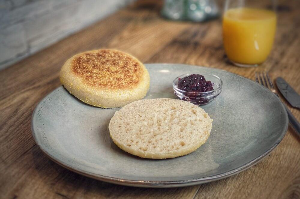 Frisch gebackene Toasties vom Grill toasties-Toasties englische Toastbroetchen 05-Toasties – Rezept für englische Toastbrötchen (English Muffins)