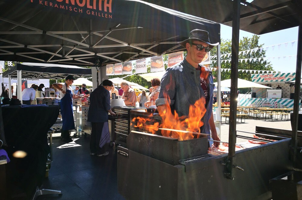 Den Besuchern wurde nicht nur von der Sonne eingeheizt bbq convention cologne 2018-BBQ Convention Cologne 2018 08-BBQ Convention Cologne 2018 am Rhein-Energie-Stadion