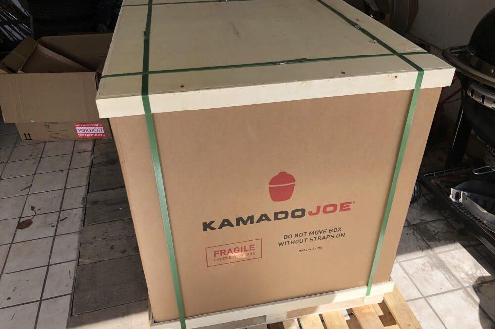 Der Kamado Joe Big Joe in der Verpackung kamado joe big joe-Kamado Joe Big Joe XL Keramikgrill 01-Kamado Joe Big Joe – Der XL Keramikgrill mit 61cm Grillrostdurchmesser