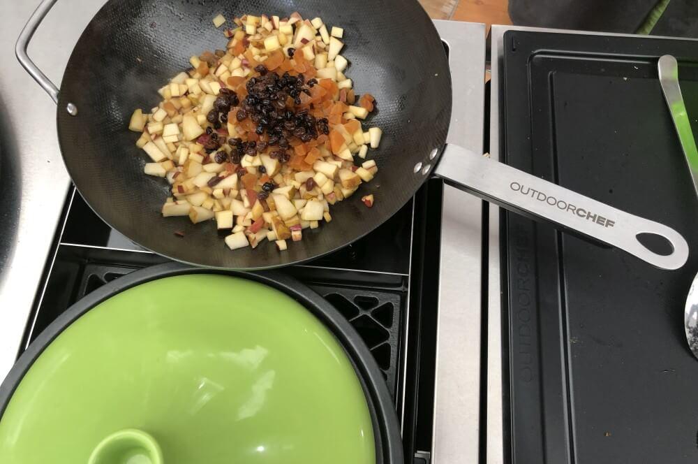 Karamellisierte Früchte im Wok warmes müsli-Warmes Muesli vom Grill Wok 02-Warmes Müsli vom Grill (bzw. aus dem Wok)