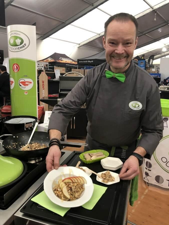 Volker Elm präsentiert warmes Müsli vom Grill warmes müsli-Warmes Muesli vom Grill Wok 04-Warmes Müsli vom Grill (bzw. aus dem Wok)