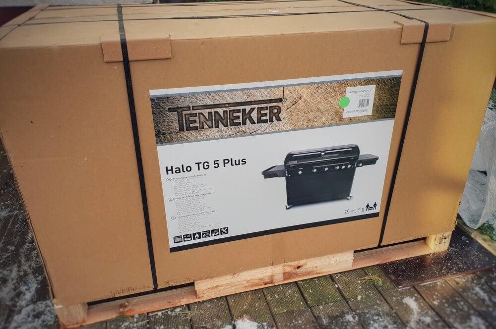 Der Tenneker Gasgrill HALO TG5+ wird auf Palette angeliefert tenneker gasgrill halo tg5+-Tenneker Gasgrill HALO TG5 Test 01-Tenneker Gasgrill HALO TG5+ im Test