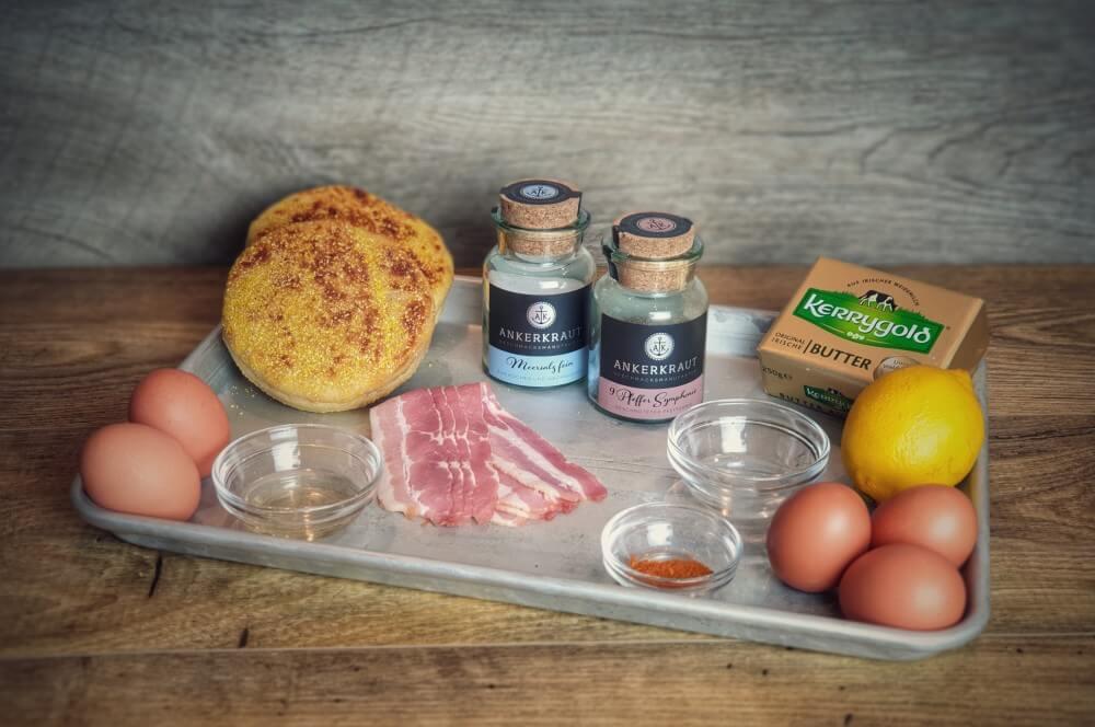 Alle Zutaten für Eggs Benedict auf einen Blick eggs benedict-Eggs Benedict 01-Eggs Benedict – Rezept für den amerikanischen Frühstücks-Klassiker