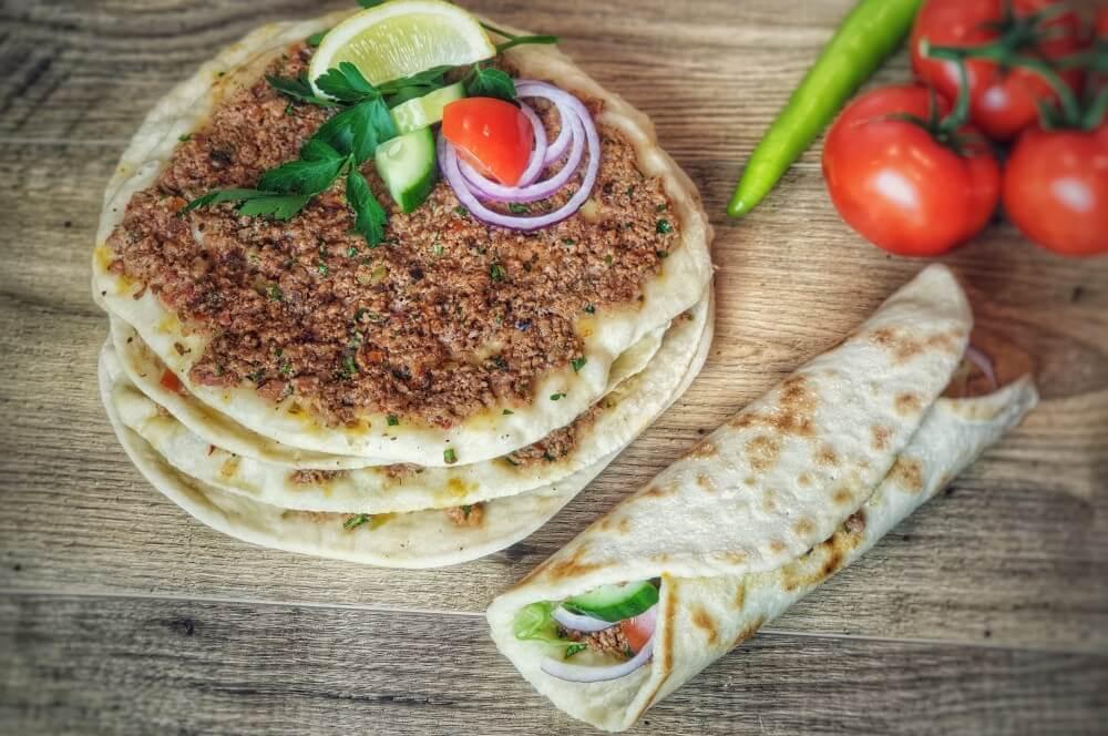 Frisch gebackene Lahmacun lahmacun-Lahmacun tuerkische Pizza 07-Lahmacun – Rezept für türkische Pizza