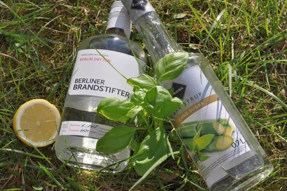 Alle Zutaten für den Gin Basil Smash auf einen Blick gin basil smash-Gin Basil Smash Cocktail 01-Gin Basil Smash – Gin-Cocktail mit Basilikum
