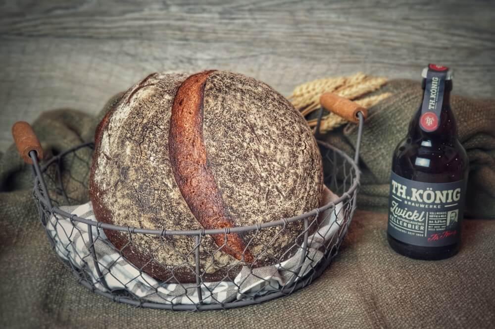 Bierbrot mit Th.König Zwickl Kellerbier bierbrot-Bierbrot Rezept Kellerbier 08-Bierbrot – Rezept für Kellerbier-Brot mit Dinkelmehl