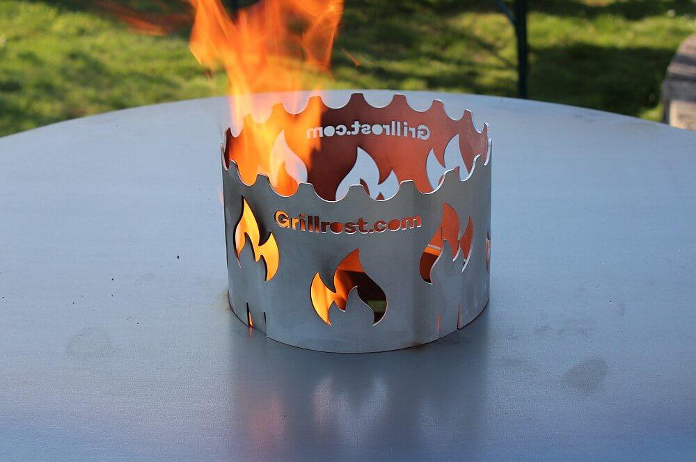 Die XXL-Feuerplatte wird erstmals in Betrieb genommen xxl-feuerplatte-XXL Feuerplatte Grillrost com 100cm Durchmesser 06-XXL-Feuerplatte von Grillrost.com mit 100 cm Durchmesser xxl-feuerplatte-XXL Feuerplatte Grillrost com 100cm Durchmesser 06-XXL-Feuerplatte von Grillrost.com mit 100 cm Durchmesser