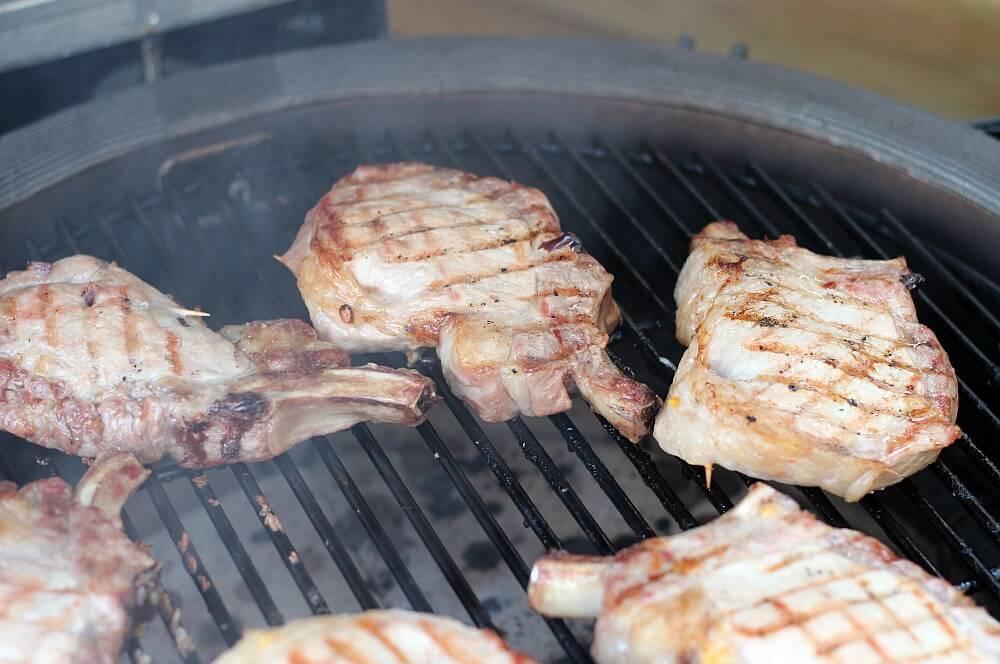 Schweinekoteletts mit Apfel-Zwiebel-Füllung schweinekoteletts mit apfel-zwiebel-füllung-Schweinekoteletts Apfel Zwiebel Fuellung 04-Schweinekoteletts mit Apfel-Zwiebel-Füllung