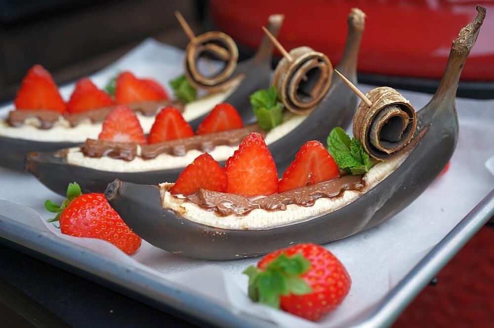 Gegrillte Banane mit Kinderschokolade und Erdbeeren gegrillte banane-Gegrillte Banane Schokolade 05-Gegrillte Banane – Schokobanane vom Grill