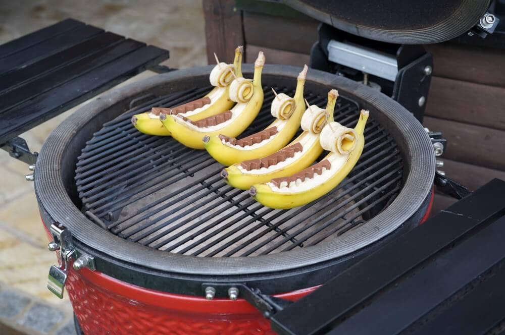 Die Schokobananen werden indirekte gegrillt gegrillte banane-Gegrillte Banane Schokolade 03-Gegrillte Banane – Schokobanane vom Grill gegrillte banane-Gegrillte Banane Schokolade 03-Gegrillte Banane – Schokobanane vom Grill