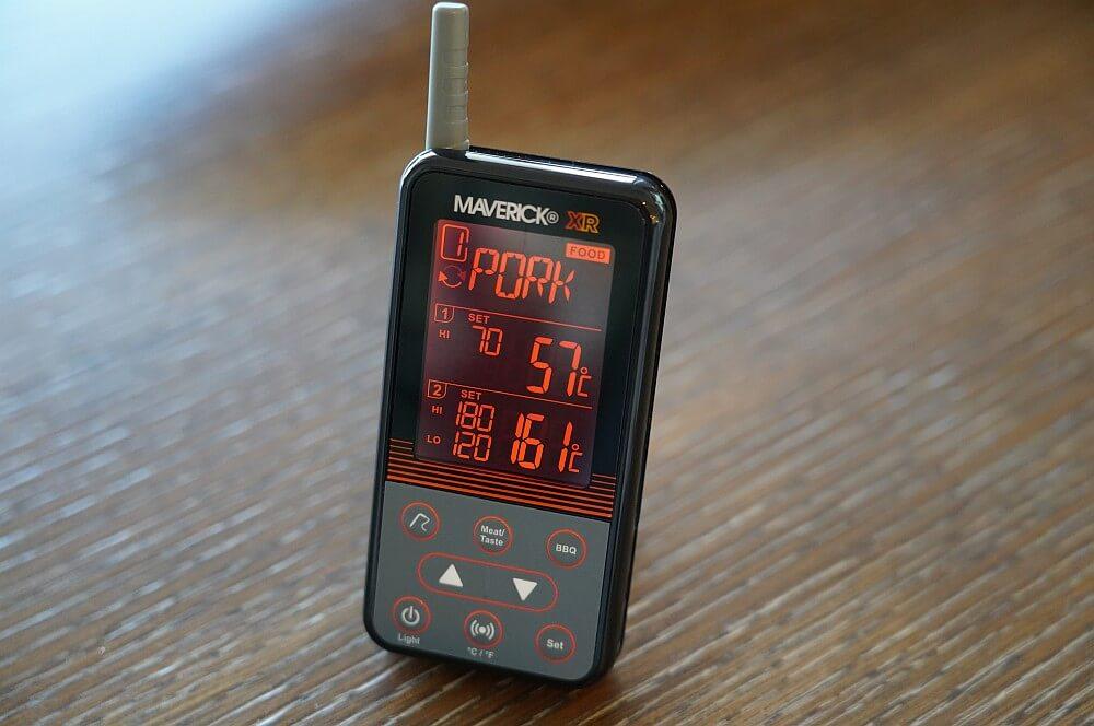 Verbesserte Display-Beleuchtung in orange maverick xr-40-Maverick XR 40 Funkthermometer Test 07-Maverick XR-40 im Test – Funkthermometer mit 150 m Reichweite