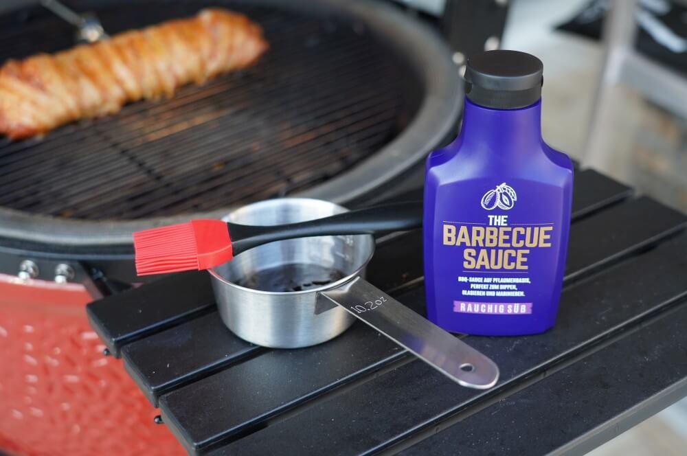 Nach rund 25 Minuten wird das Filet mit Barbecue Sauce glasiert schweinefilet im speckmantel-Schweinefilet im Speckmantel 04-Schweinefilet im Speckmantel – innen saftig, außen knusprig!