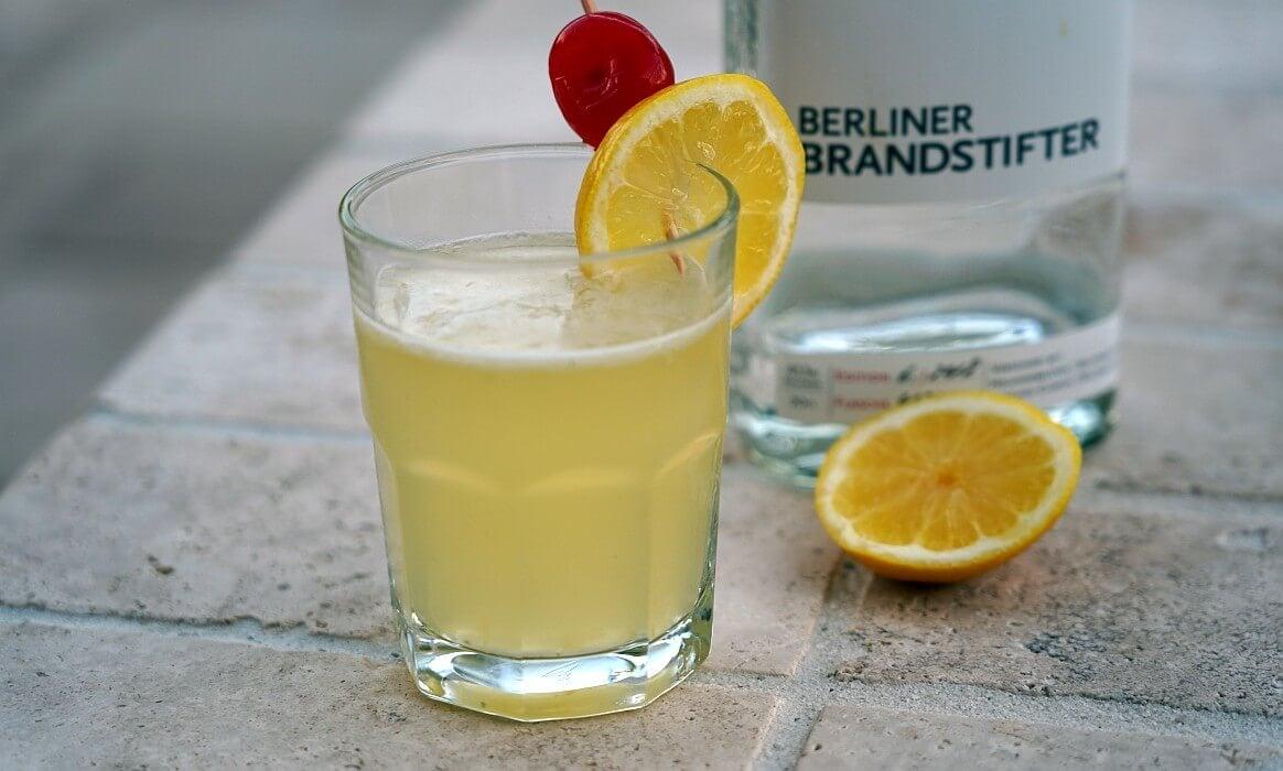 Gin Sour gin sour-Gin Sour gegrillte Zitrone-Gin Sour – Cocktail mit gegrillter Zitrone