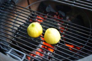 gin sour-Gin Sour gegrillte Zitrone 03 300x199-Gin Sour – Cocktail mit gegrillter Zitrone