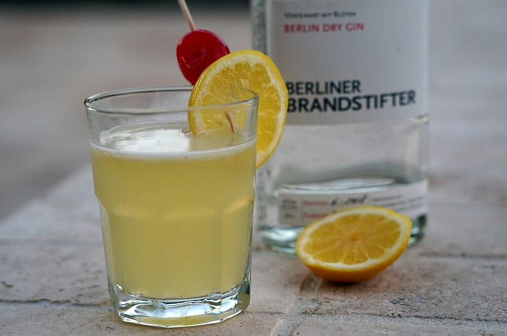 Gin Sour mit gegrillter Zitrone gin sour-Gin Sour gegrillte Zitrone 06-Gin Sour – Cocktail mit gegrillter Zitrone