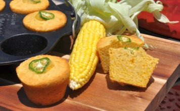 Maisbrot-Muffins memyself bbqpit-Cornbread Muffins Maisbrot Cheddar Jalapeno 356x220-Über BBQPit