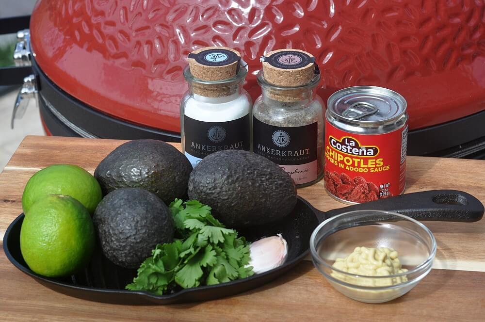 Alle Zutaten für gegrillte Avocado mit Pura Vida Sauce auf einen Blick gegrillte avocado-Gegrillte Avocado Pura Vida Sauce 01-Gegrillte Avocado mit Pura Vida Sauce