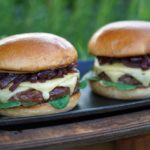 vintage cheddar burger-Vintage Cheddar Burger 04 150x150-Vintage Cheddar Burger mit Rotweinzwiebeln